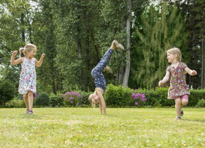 Kinder spielen Baumhoers Lippeauenblick