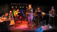 Salon 4b Band auf der Bühne